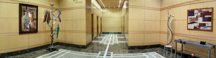 E 500 W Monroe Lobby